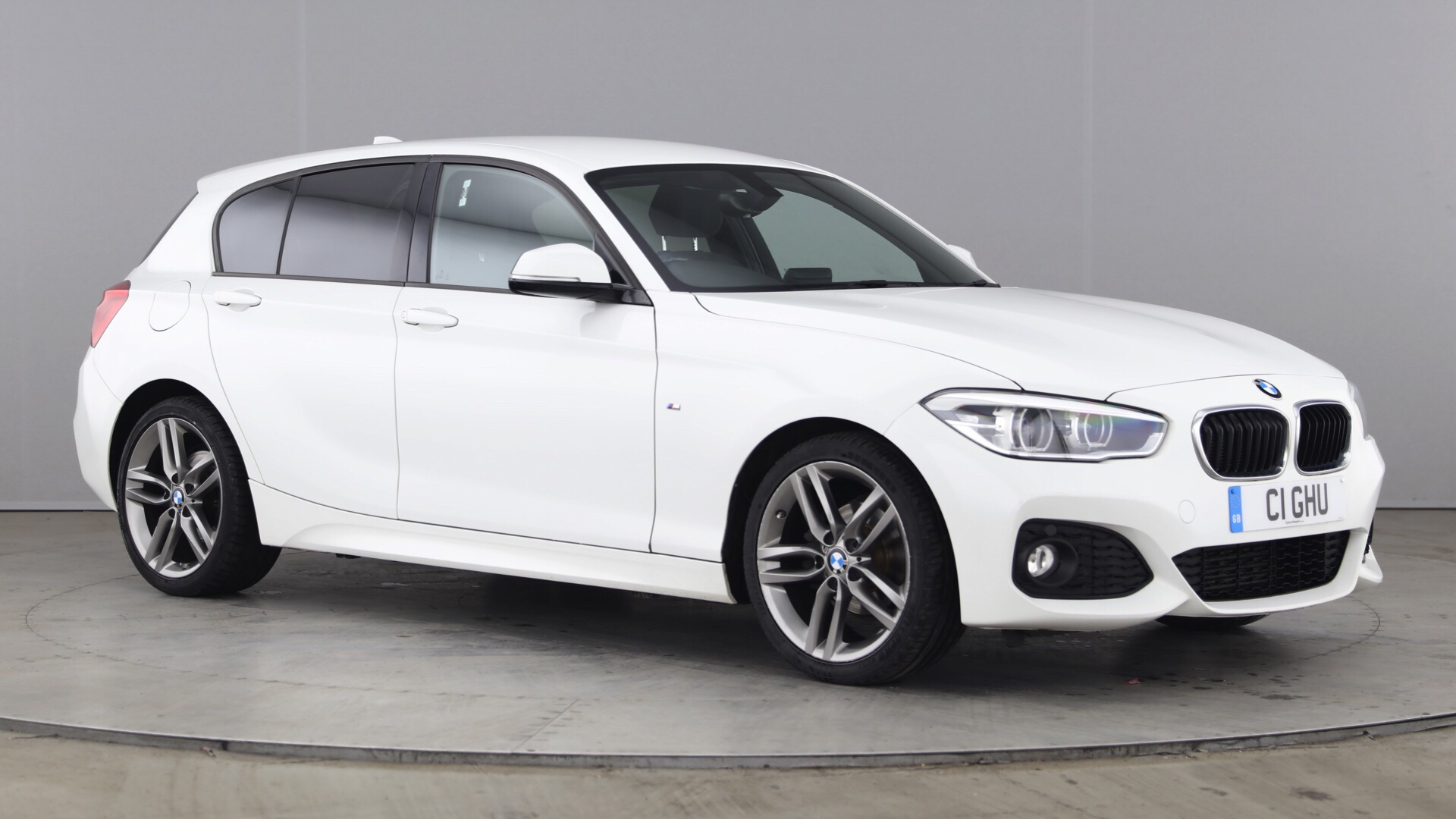 Used BMW 1 Series 118i [1 5] M Sport 5dr [Nav] White Hatchback For Sale in  Southampton Reg:CA16 PXR
