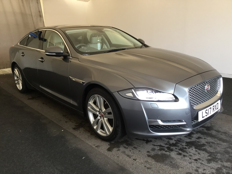 JAGUAR XJ SERIES D V6 300 PREMIUM LUXURY